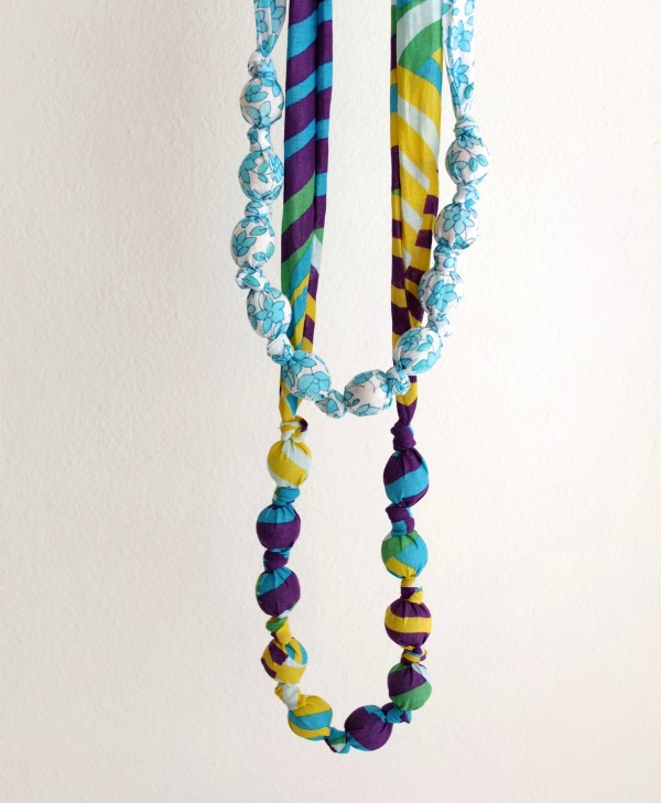 http://mypoppet.com.au/makes/2014/10/fabric-covered-bead-necklace.html