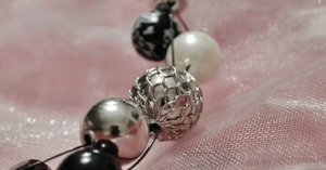 many kinds of beads for jewelry
