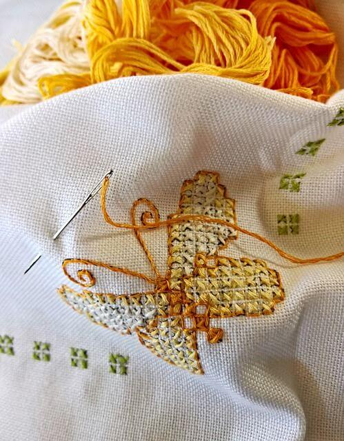 10 best fabrics for Hand Embroidery - Sew Guide