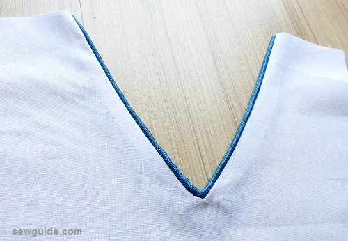 6 ways to sew a V-neck in a dress/top - Sew Guide