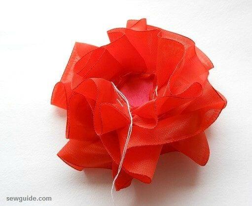 10 easy ways to make beautiful {Ribbon flowers} : DIY tutorials