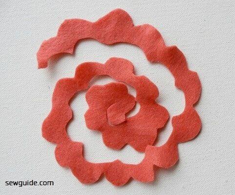 make felt roses