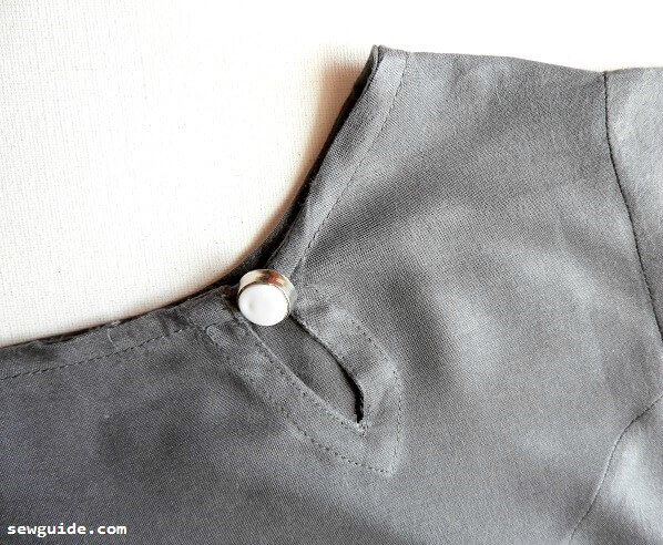 keyhole neckline definition
