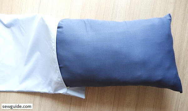 DIY Pillow covers : How to sew a Pillow case { with zippered opening & flanges}