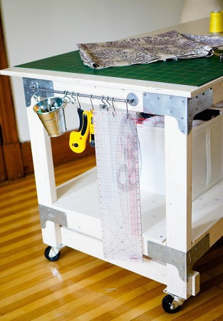 15 perfect  DIY Tables for your sewing room