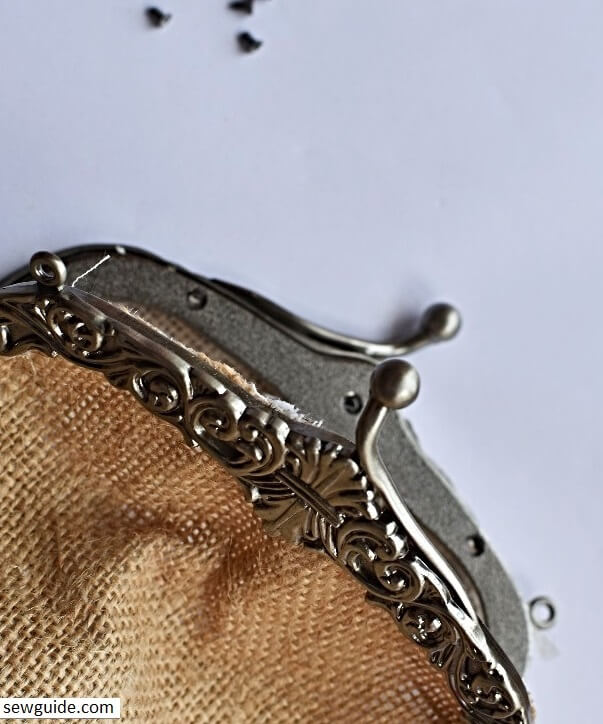 make a purse -metal frame