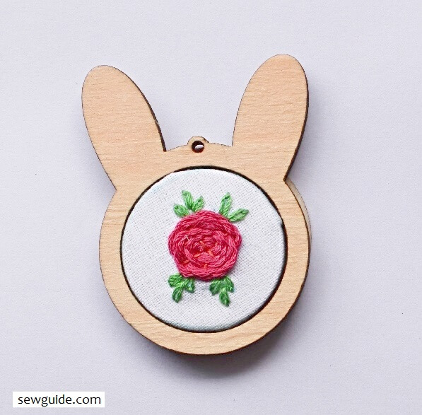embroidered pendants - diy